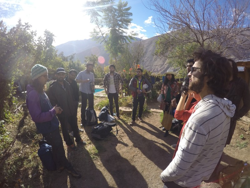 Los emprendedores recién llegando al Valle de Elqui y aprendiendo sobre la historia y el contexto local. Foto por Good Things Everywhere